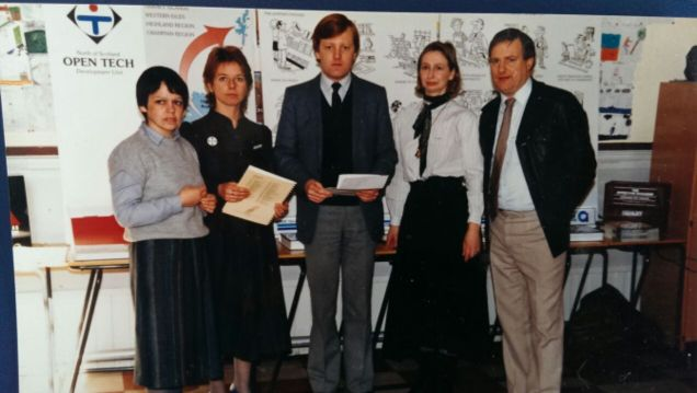 Charles Kennedy with Jean Urquhart (2nd from right) at Ullapool Primary School, 1983